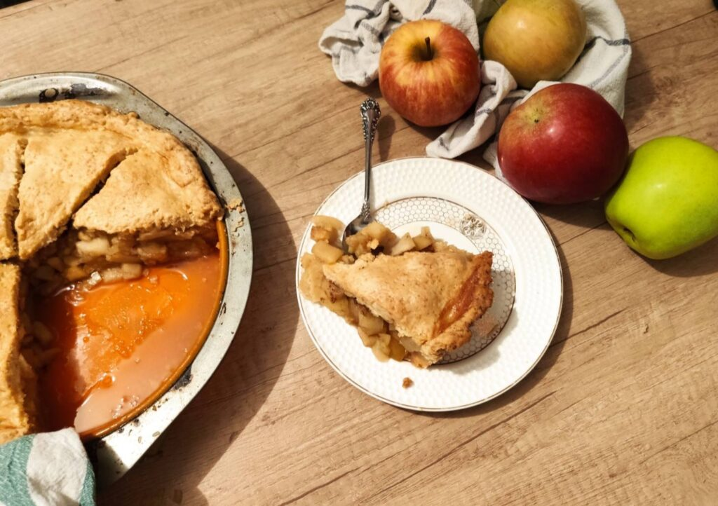 apple pie with piece