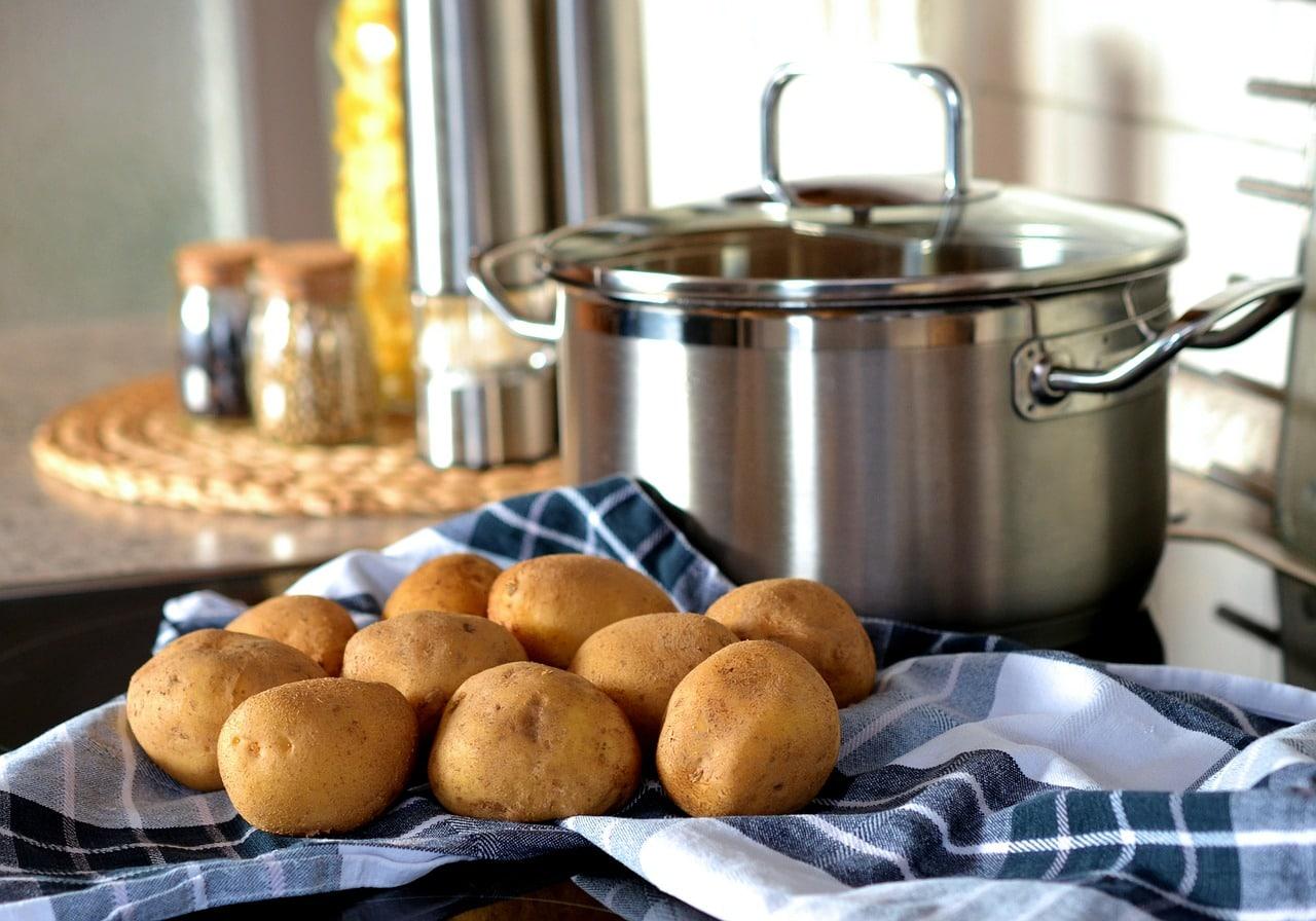 Como cozinhar batatas para o pequeno-almoço: Fácil e Yummy